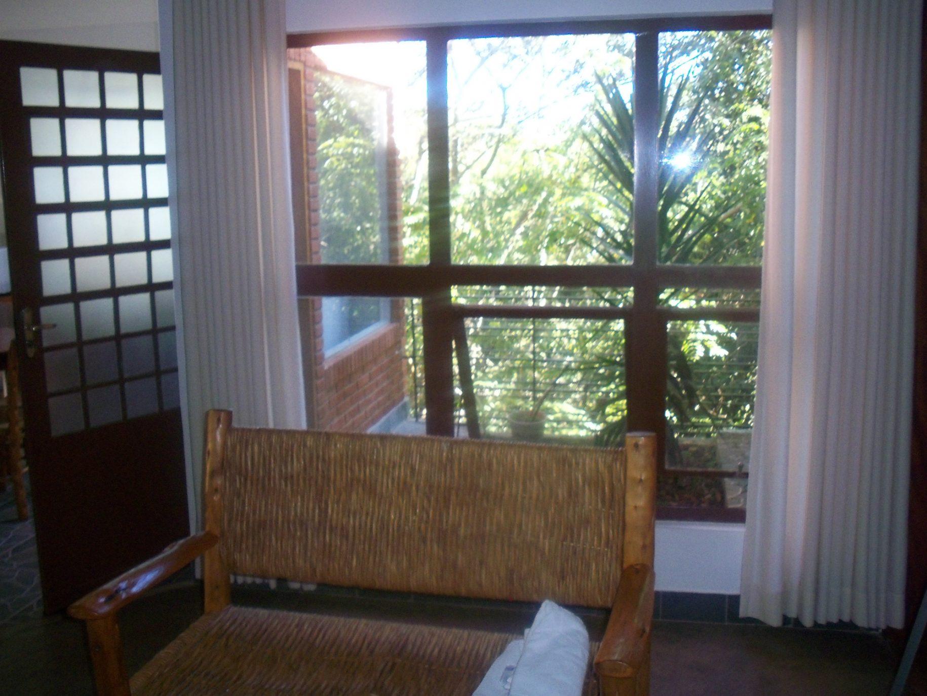 Vista para a sacada de uma das acomodações do hotel fazenda parque dos sonhos
