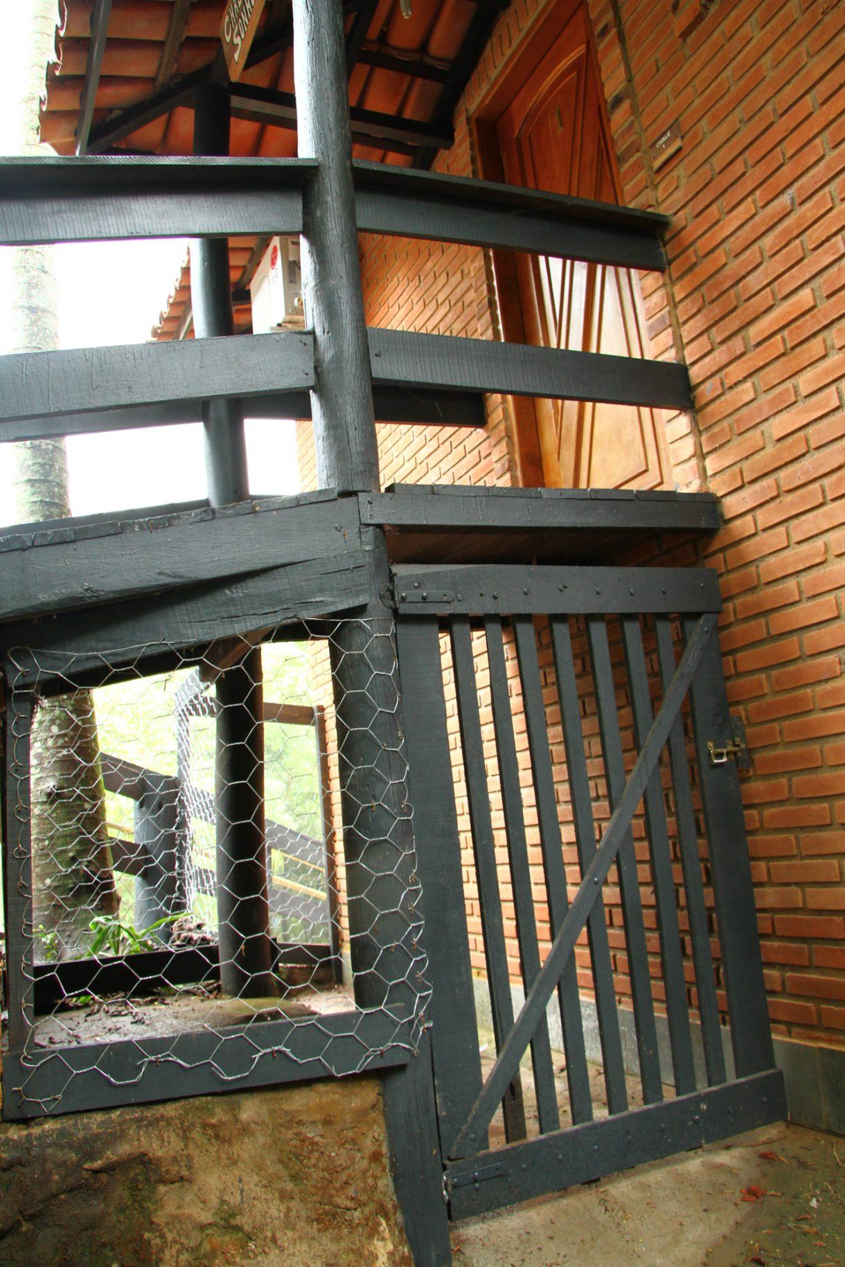 A foto mostra um canil de um dos quartos no hotel fazenda parque dos sonhos que é acoplado ao chalé