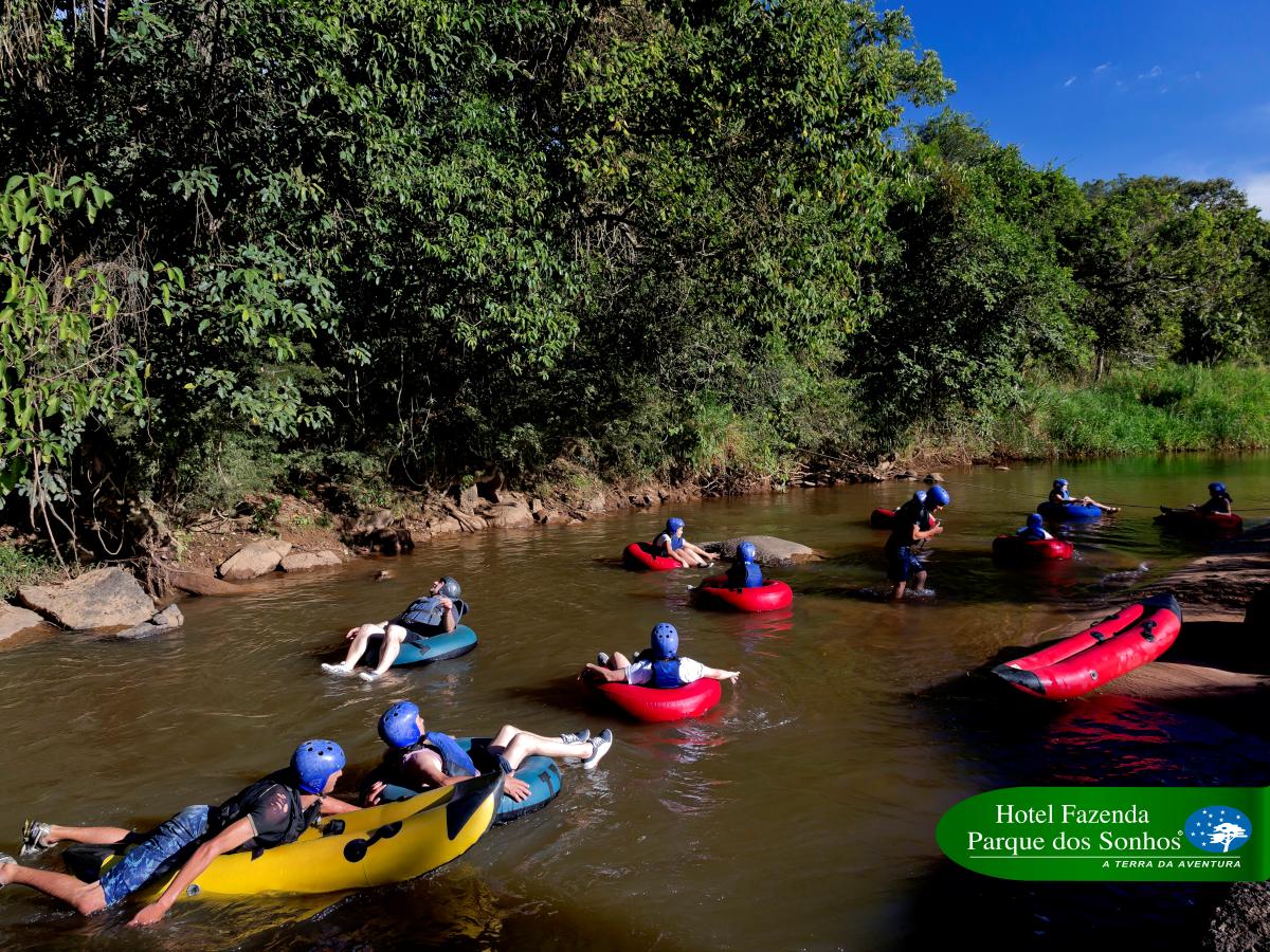 Bóia-Cross, uma atividade de aventura, onde a pessoa senta em uma boia, e desce o rio em cima dela
